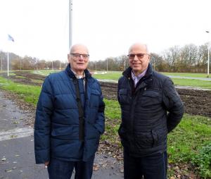 Jacques Pouw, ex penningmeester en Frans van Meggelen, sponsorcommissie